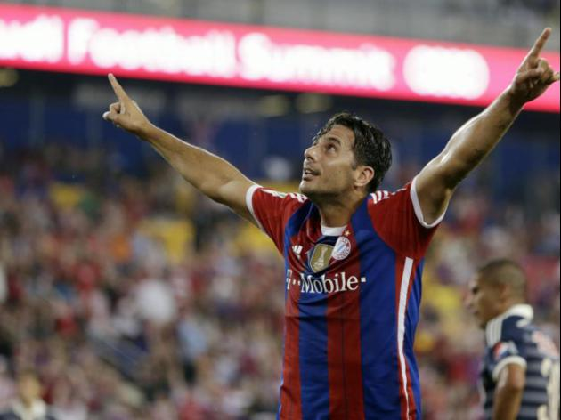 Pizarro strike lifts Bayern to friendly win over Chivas