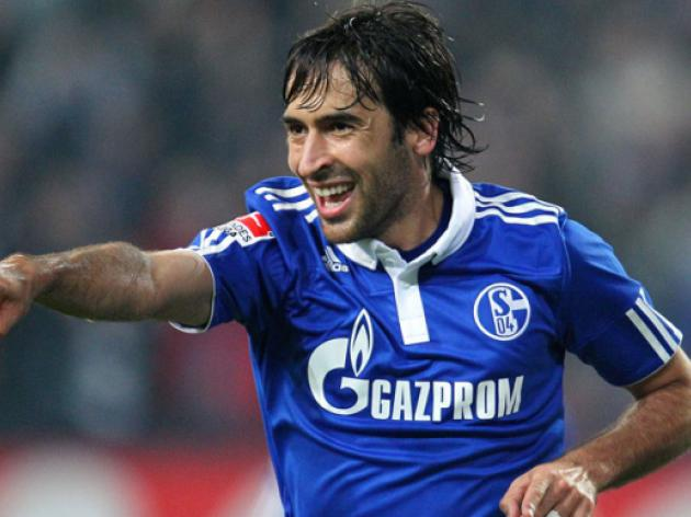 Schalke eye-up Raul as club ambassador