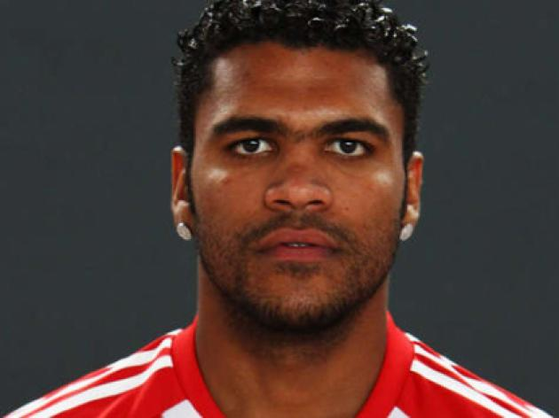 Bayern bid to take Breno on winter training camp