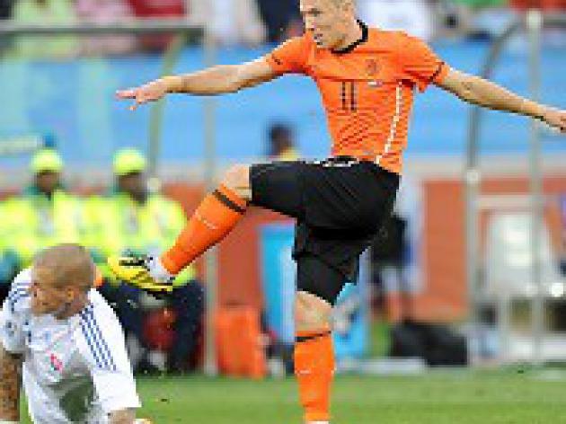 Van Marwijk defends Robben