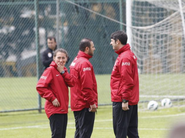 Galatasaray to be lead out by female coach against Karabukspor