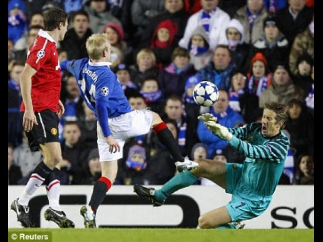 Manchester United goalkeeper Edwin van der Sar wants to avoid big guns in Champions League