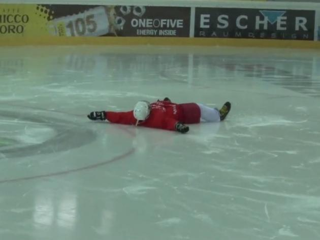 Watch Southampton players being enjoyably rubbish at ice hockey - video
