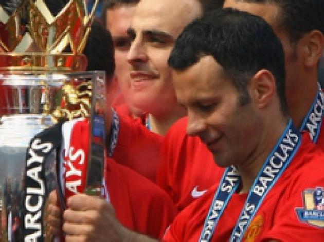 Giggs: We've not thrown title towel in