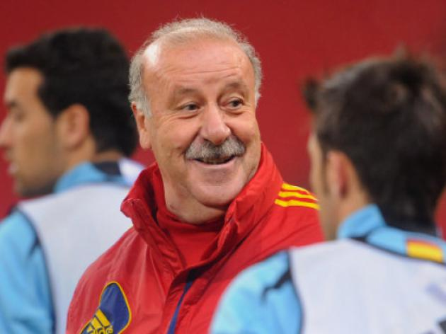 Del Bosque weighing up keeper, striker options