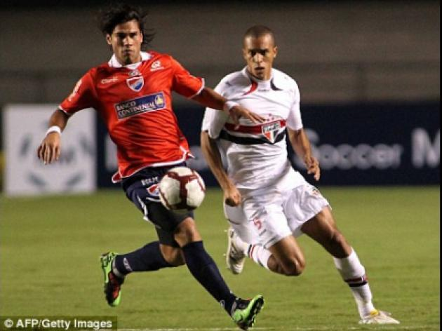 Manchester United and Spurs target Miranda hints at leaving Sao Paulo