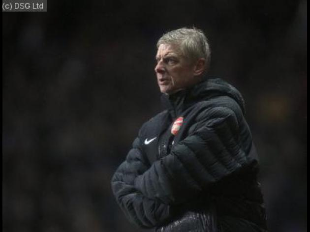 Wenger demands urgent response from Arsenal squad