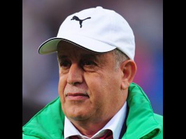 Algeria pile pressure on England