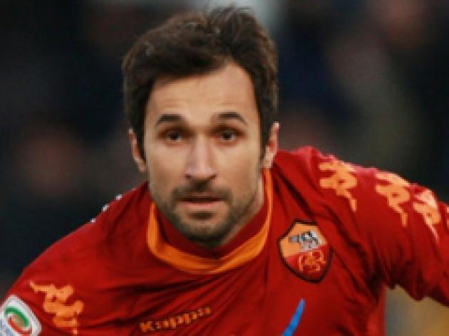 Vucinic completes move to Juve