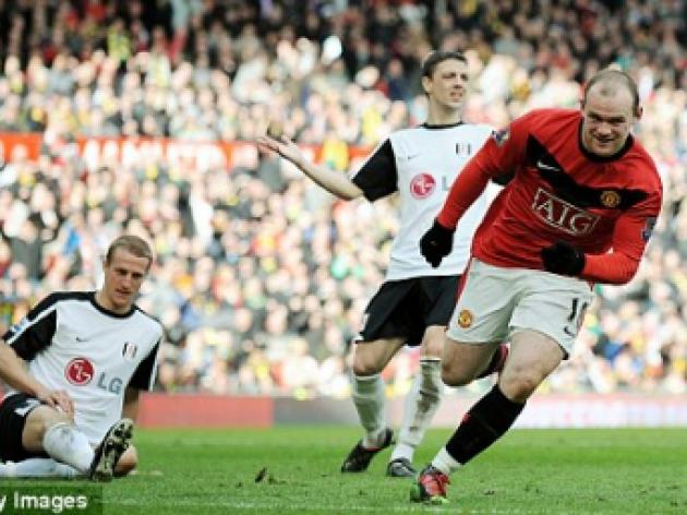 Unstoppable Rooney fires United top to close in on Ronaldo's 42-goal haul