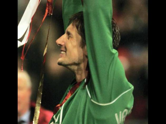 Van der Sar still shining for Reds