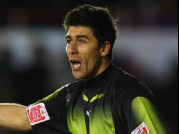 Keeper Basso departs Ashton Gate