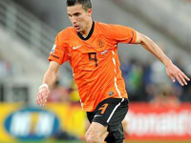 Van Persie set to lead Dutch line