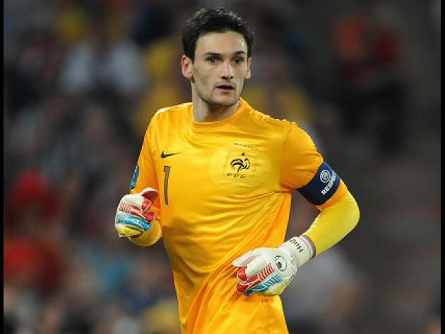 Deschamps hints at Lloris disquiet