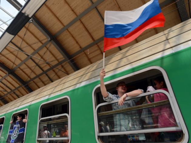 Wanted Russian fans stopped at border - police