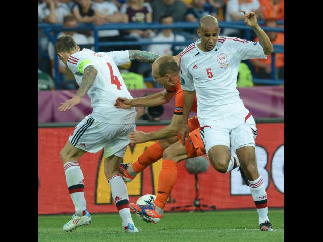 Denmark stage hold up to beat Dutch 1-0