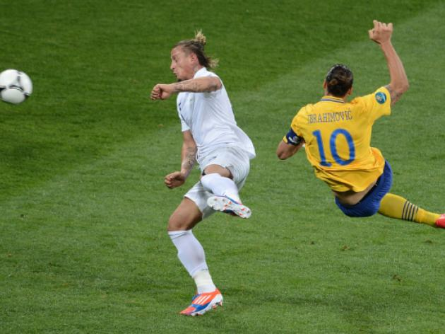 France through despite Swedish defeat