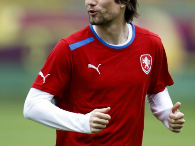 Rosicky gives hope as he resumes training