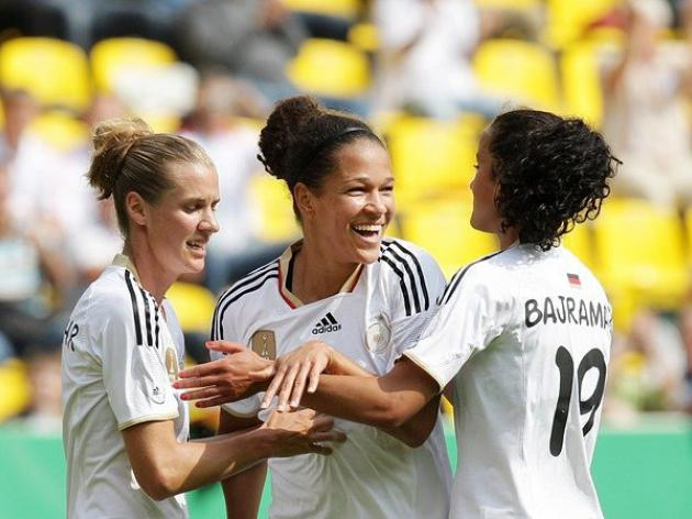 Germany hammer Holland in World Cup warm-up
