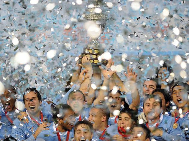 Forlan leads Uruguay to record 15th Copa America