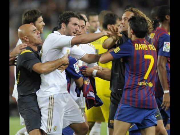 Spain in uproar over Barca-Madrid pitch violence