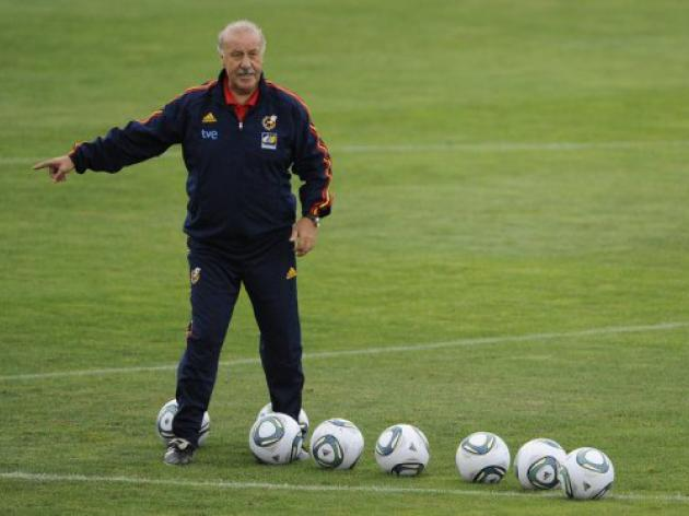 Del Bosque tries to make peace among Spain squad