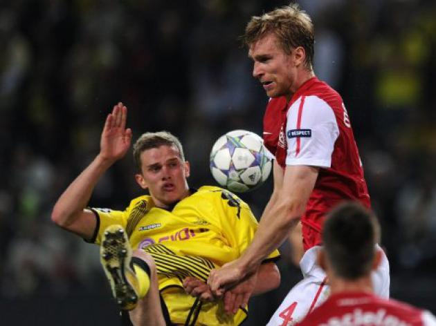 'Leader' Mertesacker impresses Wenger