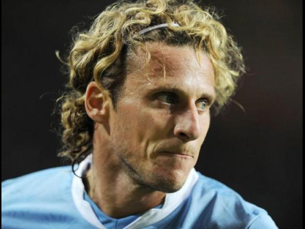 Injured Forlan misses Uruguay World Cup date