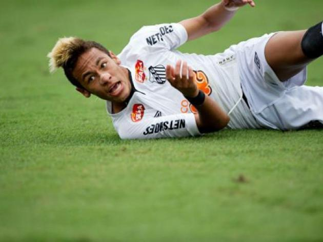 Neymar extends contract with Santos