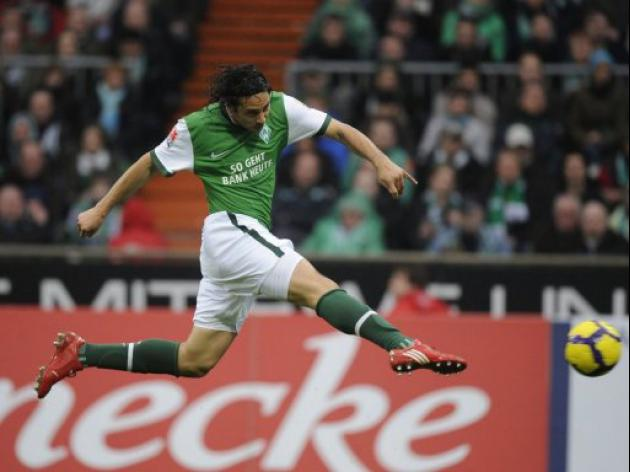 Bremen boss eager to offer Pizarro, Frings deals