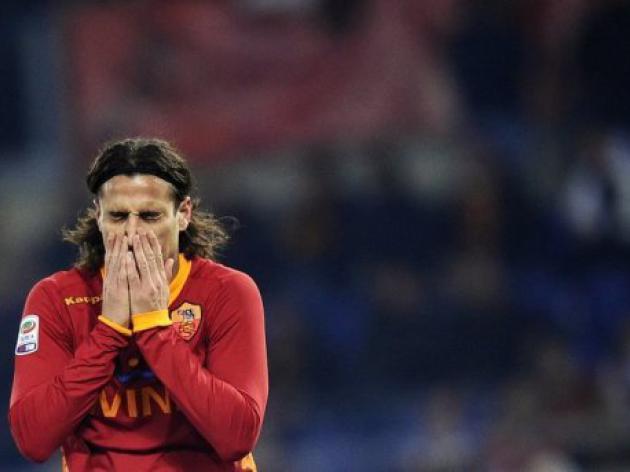 Osvaldo suspended over Lamela 'punch'
