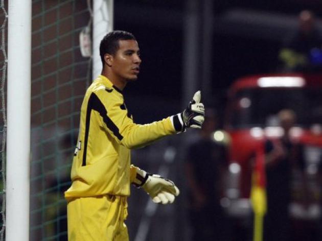 Ajax match called off as fan attacks AZ 'keeper