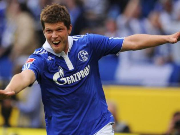 Huntelaar says Schalke can win title