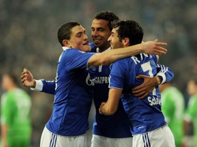 Schalke hammer Wolves to rejoin title race