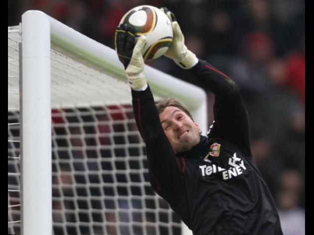 Leverkusen goalkeeper Adler returns from injury