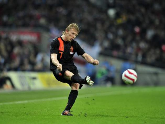 Liverpool's Kuyt flattered by Hamburg interest