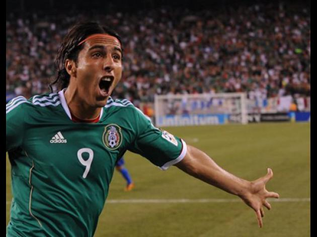 De Nigris powers Mexico over Wales 2-0
