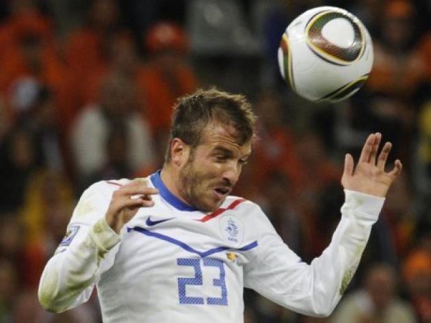 Schalke target Van der Vaart aims to stay at Spurs