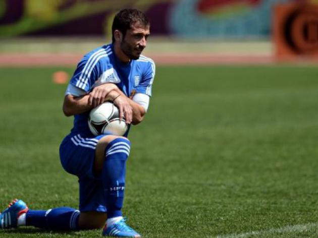 Greece's Fotakis limps out of training