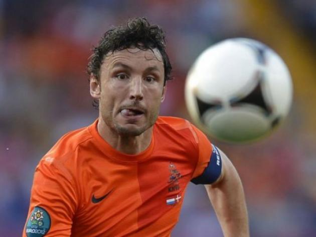 Van Bommel rails against Dutch critics