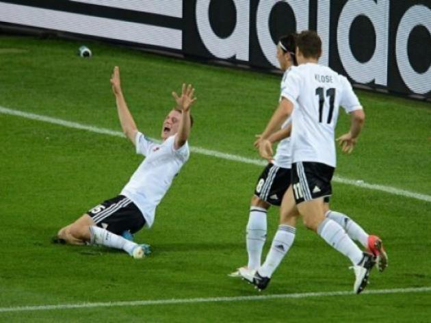 Ronaldo nails pointless Dutch, Germans down Danes
