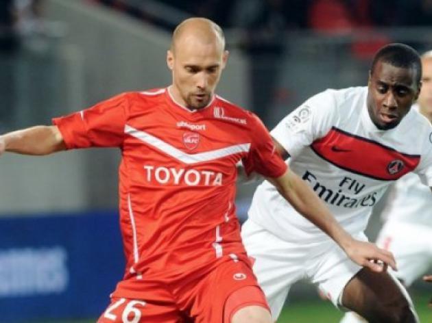 Saint-Etienne snap up midfielder Cohade