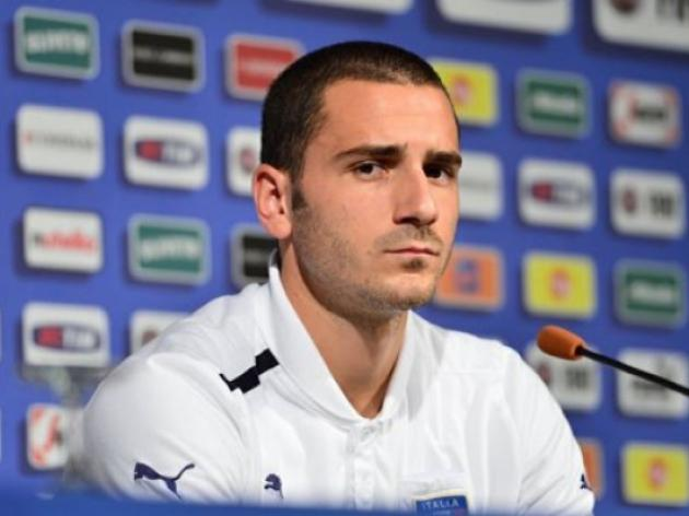 Bonucci happy to keep scolding Balotelli
