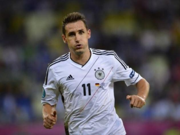 Klose hunting sweet 16th World Cup goal