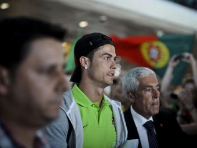 Portuguese squad return to heroes' welcome