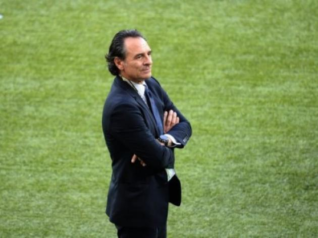 Prandelli to continue at Italy helm