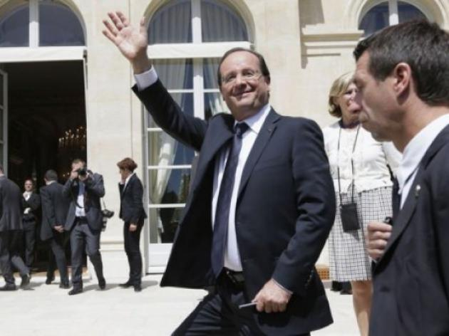 Hollande holds footballers to high standard