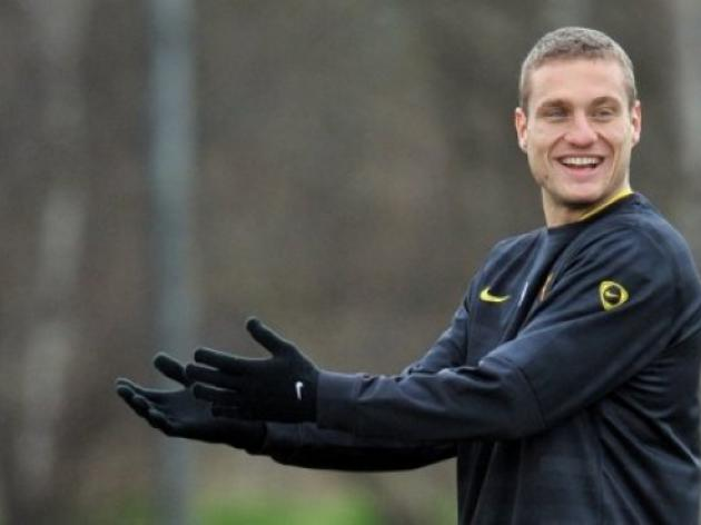 Fit-again Vidic joins United on tour