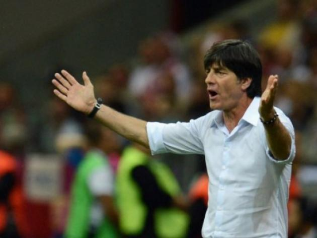 Loew gets German football federation backing