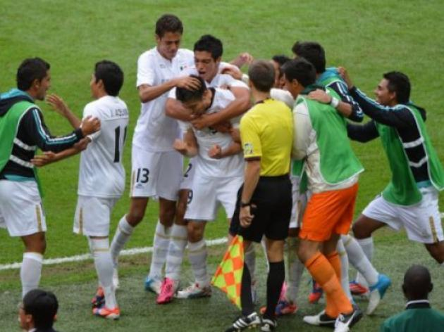 Mexico into mens football final for first time